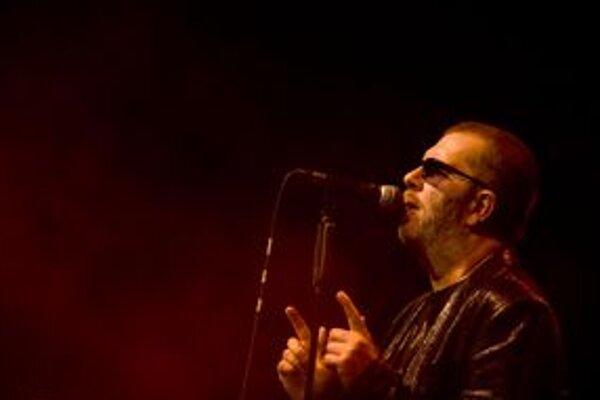Richard Műller zaspieva v lete na festivale Breh v Bojniciach.