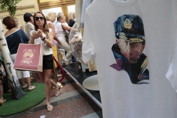 V Moskve sa  tričká s Putinom predávajú dobre.
