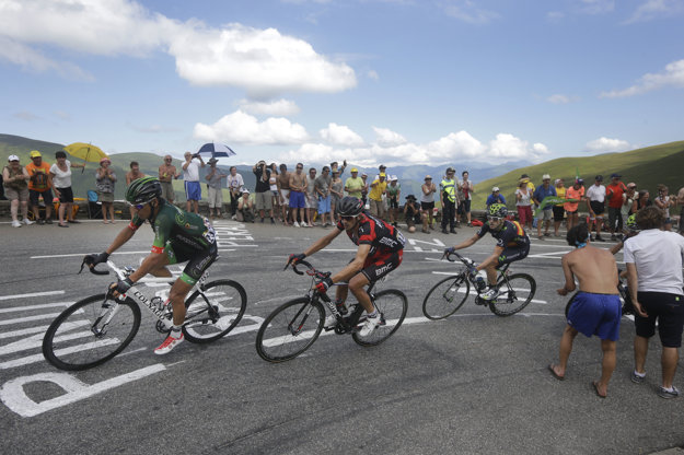 Poslednú Tour de France absolvoval Peter Velits (uprostred) v roku 2014.