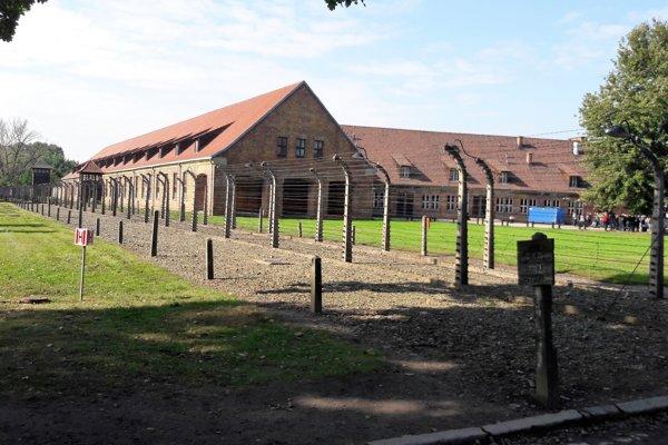 Pohľad na budovy tábora vOsvienčime.