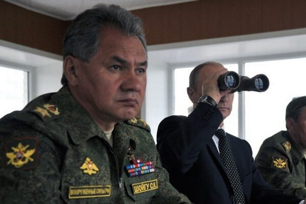 Sergej Šojgu (vľavo).