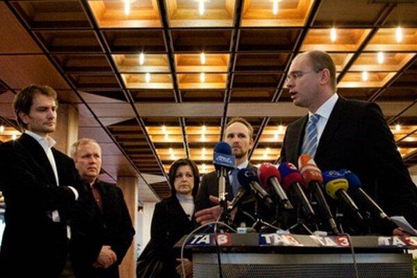 Martin Fecko na fotke druhý zľava.