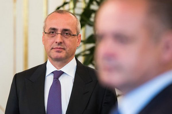 Minister Borec.