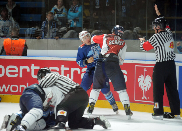 Záver duelu okorenila mastenica na ľade.