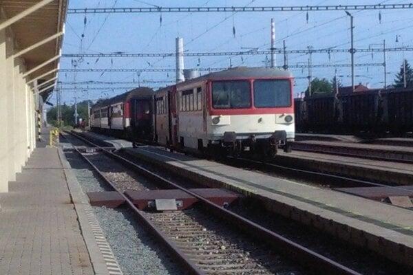 Vlaky nahradia autobusmi.