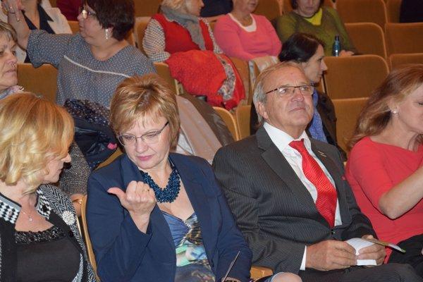 Uprostred Juraj Vančík, predseda dozornej rady Svet zdravia, a.s.