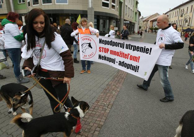 Účastníci upozornili aj na negatívne dôsledky kupovania zvierat od množiteľov.