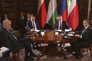 Prezidenti krajín V4 - zľava - Miloš Zeman, János Áder, Andrzej Duda a Andrej Kiska počas víkendového stretnutia.