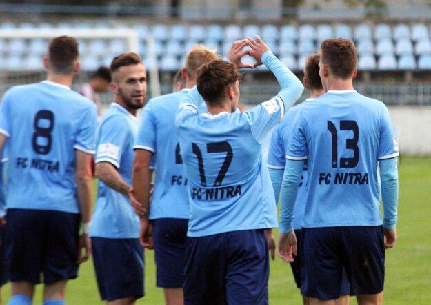 Skóre zápasu otváral krásnou strelou Andrej Fábry. Po góle posielal srdiečko do hľadiska.