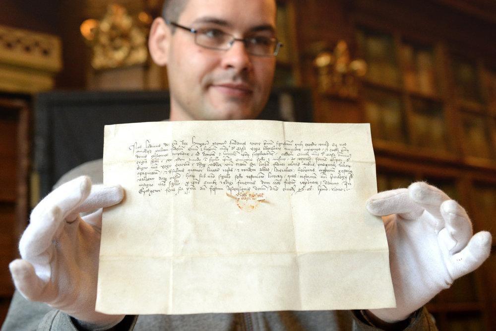 Najvzácnejší dokument, prvá erbová listina pre mesto Košice vydaná kráľom Ľudovítom Veľkým v roku 1369.