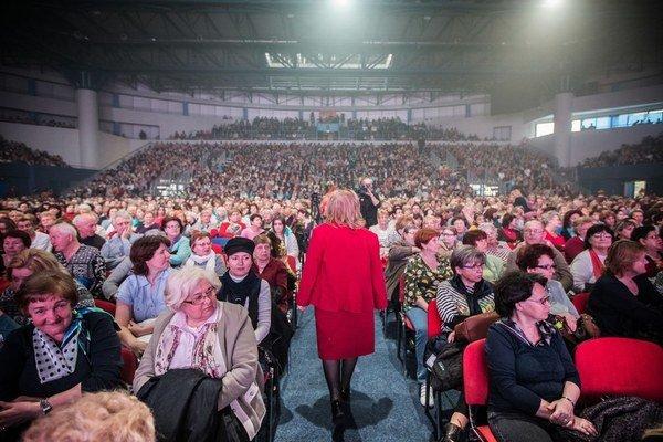 Pasienky, kde robievalo slávne mítingy vládne HZDS, vymenil Smer za Národné tenisové centrum. Publikum mal podobne početné.