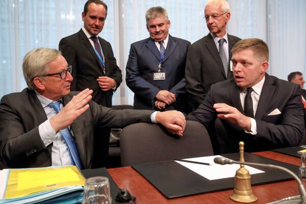 Fico počas rokovania v Bruseli.