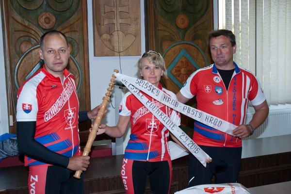 Cyklistom sa vyhli pády a zranenia.