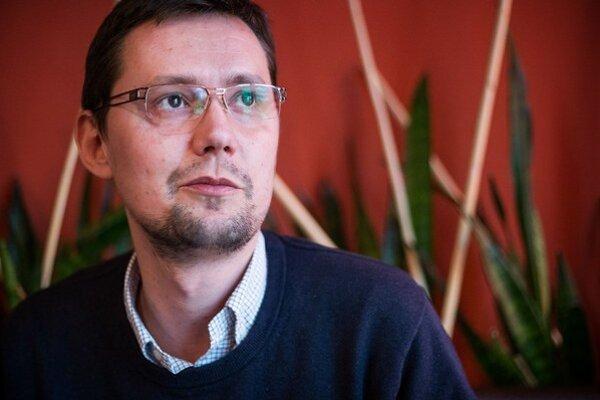 Rado Baťo pracoval ako šéfredaktor Trendu, neskôr ako komentátor SME. V roku 2010 sa stal hovorcom premiérky Ivety Radičovej.