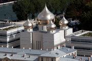 Nový pravoslávny kostol sv. Trojice na brehu Seiny v Paríži.