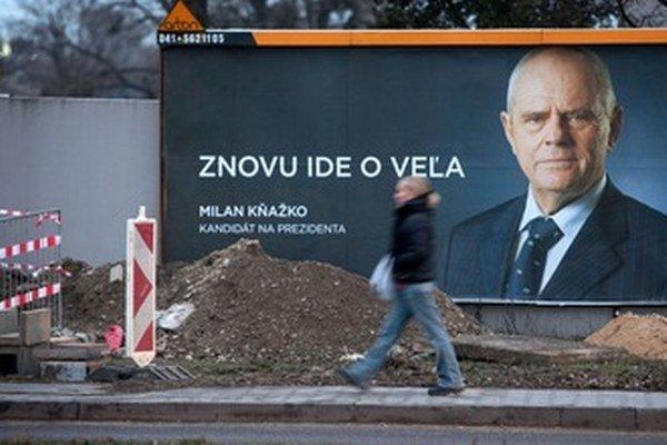 Kňažko v utorok vyhlasoval, že z prieskumov to vyzerá tak, že si voliči vyberú do druhého kola okrem premiéra medzi ním a Kiskom.