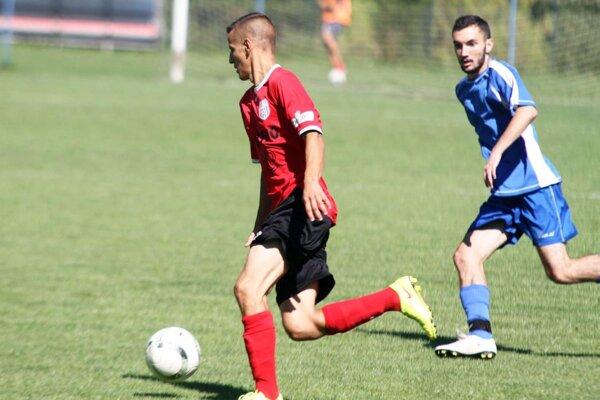 ČFK Nitra sa v 12. kole dočkal prvého víťazstva. V červenom drese Nikolas Ondzík.