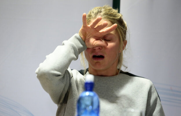Therese Johaugová mala na tlačovej konferencii slzy v očiach.