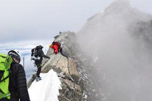 Matterhorn je z väčšej časti skalnatá hora, po ktorej treba liezť, či už s lanom alebo bez neho.
