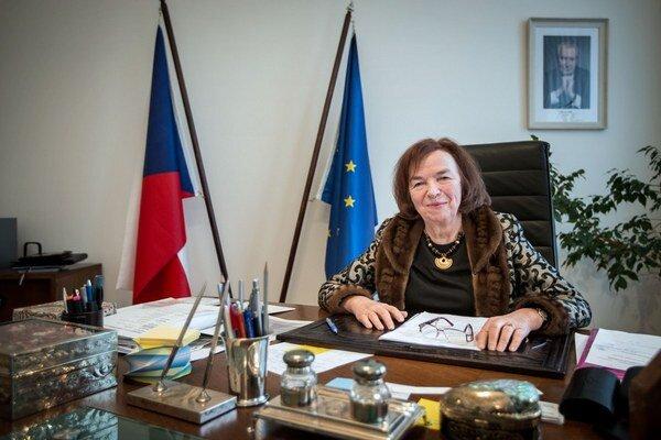 Livia Klausová (70) je rodáčkou z Bratislavy. Vyštudovala ekonómiu. S bývalým českým prezidentom Václavom Klausom má dvoch synov. Českou veľvyslankyňou na Slovensku je od vlaňajšieho decembra.