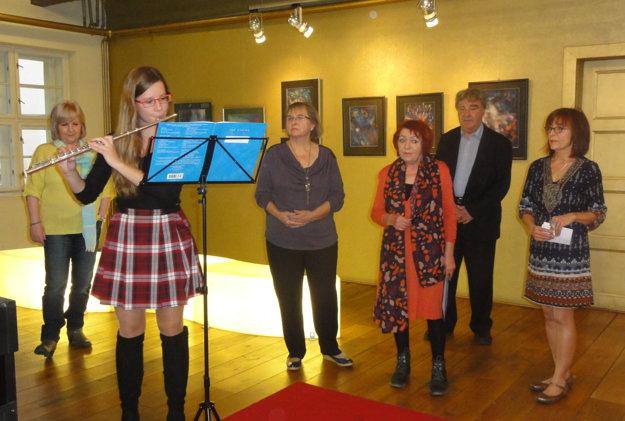 Sprava Mária Herodeková z Galérii Foyer, autorkin manžel Bohumír Bachratý, kurátorka Marta Hučková, autorka Eva B. Linhartová a žiačka a pedagogička zo ZUŠ J. Rosinského.