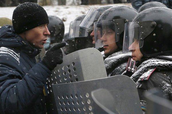 Namiesto dialógu vládne v centre Kyjeva násilie.