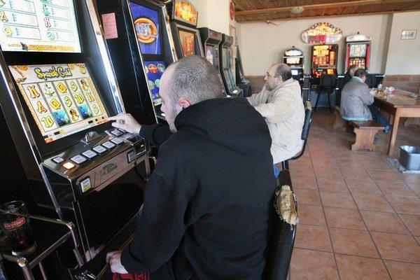 Automaty výrobcovia označujú ako výherné. Hráči na nich takmer vždy prehrávajú.