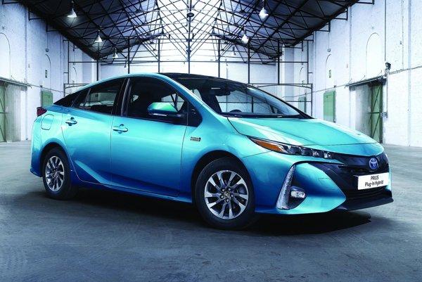 Nová Toyota Prius Plug-in Hybrid. Nový veľkokapacitný akumulátor prispel k tomu, že dojazd v čisto elektrickom režime sa predĺžil na vyše 50 kilometrov.