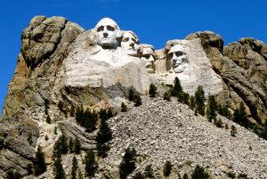 Pamätník šyroch bývalých prezidentov USA - Georgea Washingtona, Thomasa Jeffersona. Abrahama Lincolna a Theodora Roosevelta v Mount Rushmore.