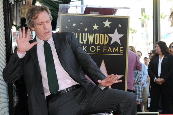 Milý a múdry. A okrem toho je Hugh Laurie aj vtipný.