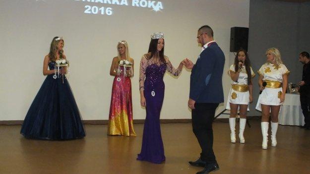 Tanec víťazov. Východniarku roka doň vyzval víťaz mužskej kategórie Dionýz Bimbo.