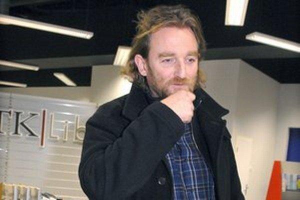 Novinár Tom Nicholson.