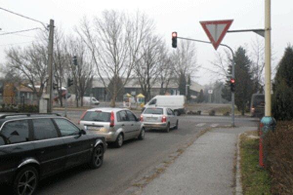 Na semafore je zelená len vtedy, keď snímač zaznamená auto.