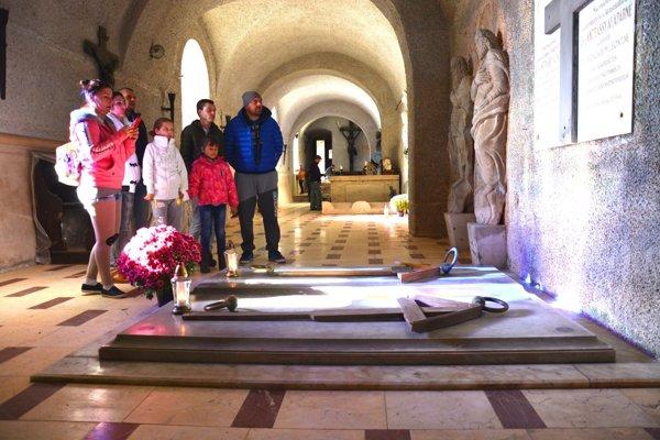 Rodinná krypta Andrássyovcov. Na Krásnej Hôrke sprístupnili hrobku dávnych majiteľov.