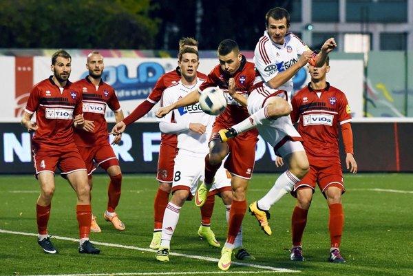FC ViOn prehral vTrenčíne šiesty zápas vrade anevyhral už 11 kôl. Naposledy porazil práve Trenčanov ešte 30. júla.