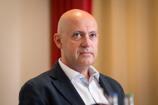 Anton Siekel sa snaží podieľať na vyriešení sporu.