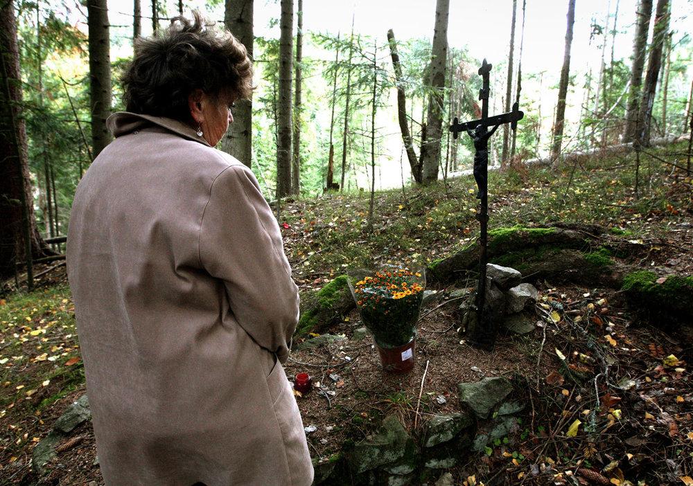 Cintorín v zaniknutej banskej osade Piesky neďaleko Španej Doliny