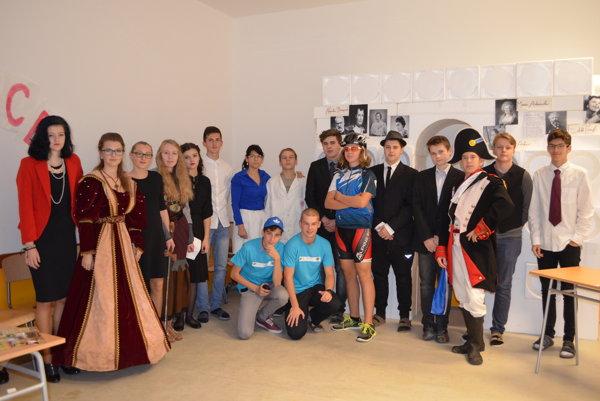 Spoločná fotografia študentov počas spoznávania Európskej únie.