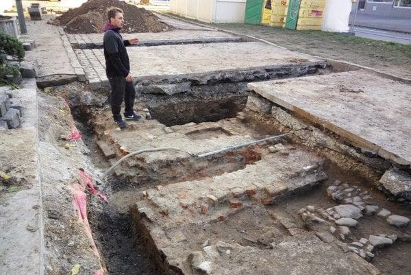 Pozostatky Dolnej brány vlani odkryli archeológovia.