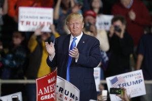 Trump sa v prieskumoch doťahuje, ale veľa času už nemá.