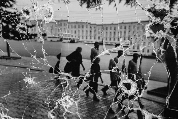 Chcel som zachytiť krajinu a ľudí, keď sa vracajú po vojne do tých zničených a vypálených domov a pokúšajú sa obnoviť svoj život, hovorí novinár a fotograf Andrej Bán.