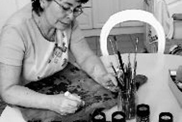 Maľba, ručné práce a iné formy výtvarnej aktivity sú pre ľudí s duševnými ochoreniami výbornou formou terapie.ILUSTRAČNÉ