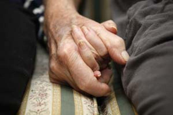 Ľudí s problémami pamäti budú vyhľadávať praktickí lekári, aby sa pacienti s alzheimerom začali liečiť už v prvých štádiách.