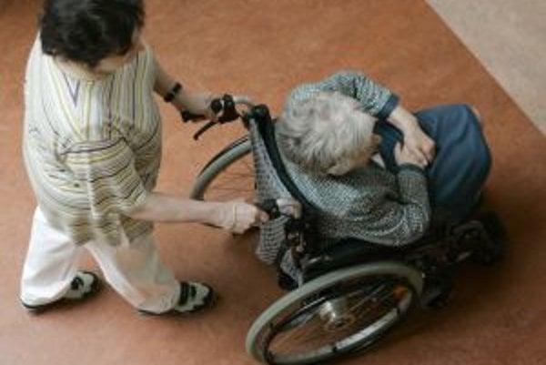 Parkinsonova choroba postihuje mužov i ženy hlavne medzi 40. a 70. rokom života, skôr len výnimočne. Pacientom pomáha fyzioterapia - odporúča sa každodenná chôdza či plávanie. Znížiť stuhnutie svalov pomôže rehabilitačný pracovník.