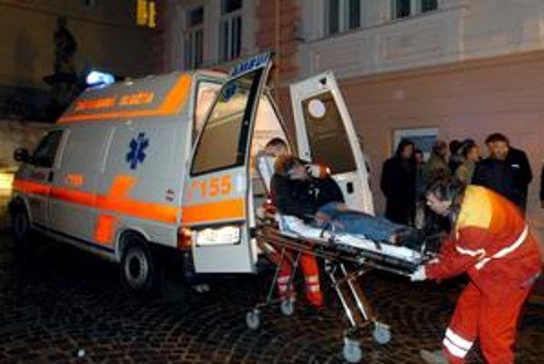 V noci majú pohotovosť nahradiť nemocnice a sanitky.