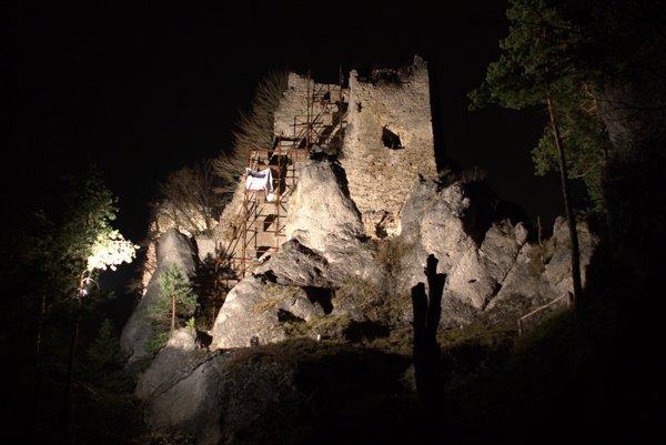 Vysvietený hrad Hričov bol odmenou za nočný výstup