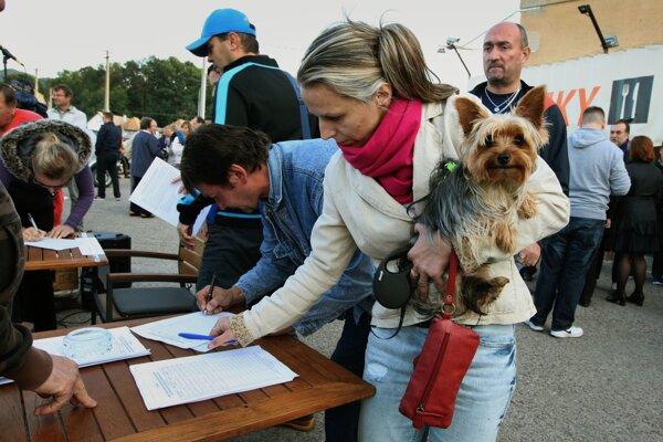 Petíciu odštartovali v Môťovej, ktorej sa trasovanie spolu so Sekierom týka najviac.