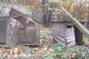 Na základni okrem ruín budov nezostalo nič, len neporiadok.