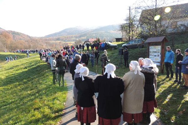 Náučný chodník Zbojnícke studničky dnes slávnostne otvorili v Novej Bani.