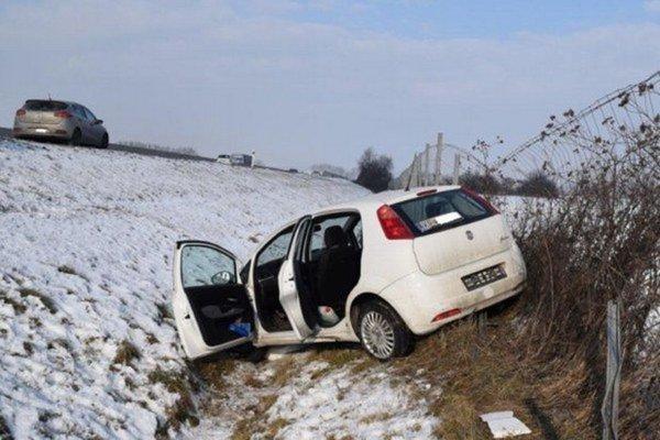Fiat skončil vplote. Vodička sa zranila.